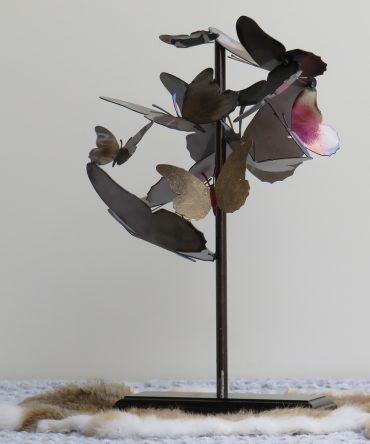 Vlinders op een houten sokkel