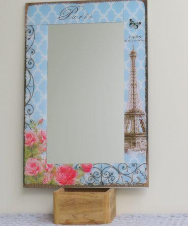 Spiegel met sierlijke lijst